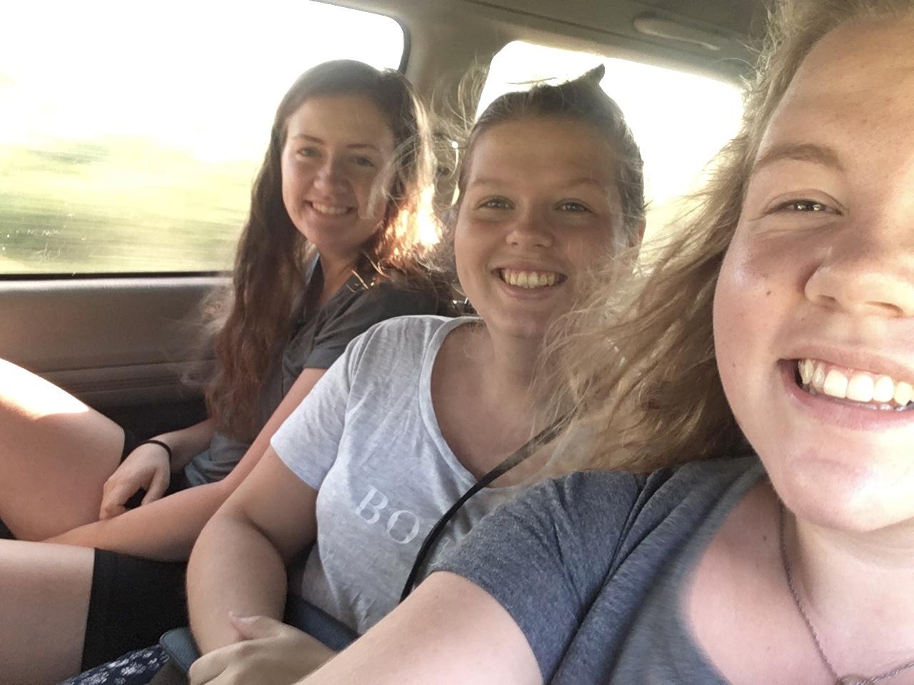 Tre trøtte frøkner på eventyr!