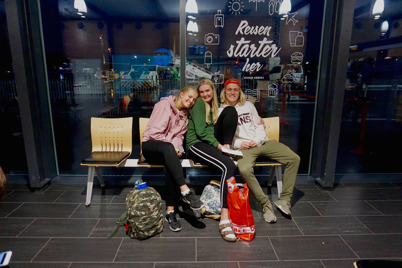 Venter i spenning på flyplassen i Trondheim!